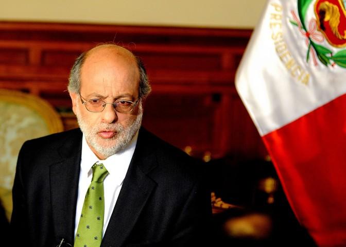 Abugattás_en_entrevistas_con_medios_de_prensa_(6912503937)