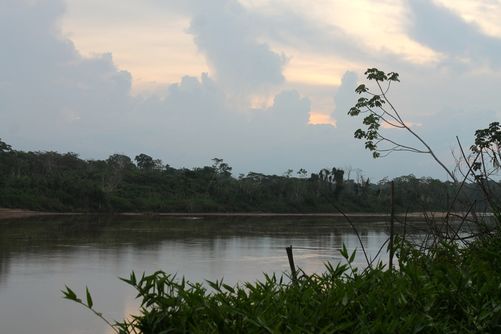 Sunset on the Tambopata river en route to the Comunidad del Infierno (photo: Alex Pashley)
